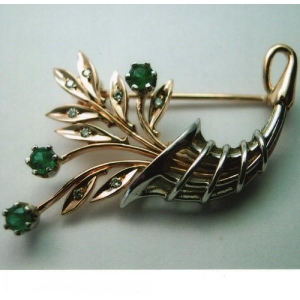 Брошь из комбинированного золота с бриллиантами и изумрудами