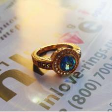 Золотой перстень с топазами..