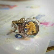 Перстень из белого золота Peugeot с бриллиантами..