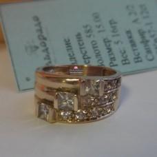 Кольцо из красного золота с белыми сапфирами..