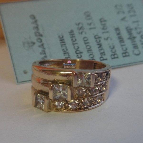 Кольцо из красного золота с белыми сапфирами