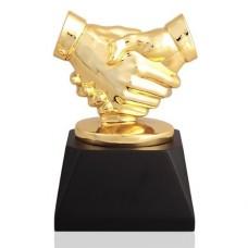 Статуэтка из желтого золота с агатом..