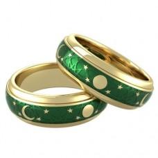 Обручальное кольцо из желтого золота с эмалью..