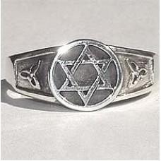 Кольцо из белого золота..
