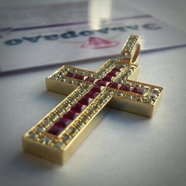 Крест Католический из желтого золота с рубинами и бриллиантами