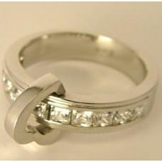 Кулон из белого золота с алмазами..
