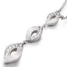 Кулон из белого золота с бриллиантами..