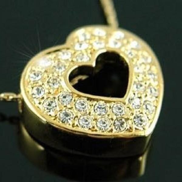 Кулон из желтого золота с бриллиантами