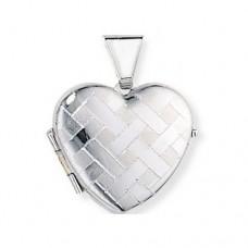 Медальон из белого золота в виде сердца..