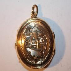Медальон из красного золота..