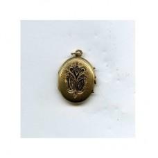 Медальон из красного золота с эмалью..