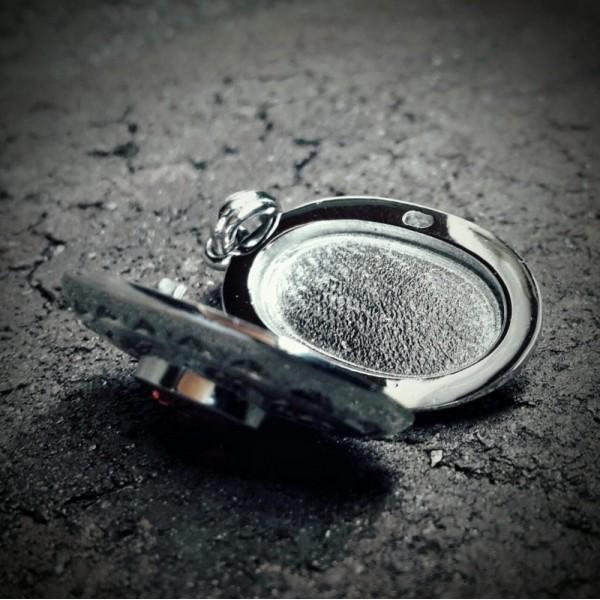 Медальон из платины с гранатом и бриллиантами