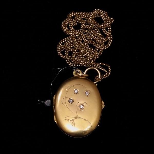 Медальон из желтого золота с бриллиантами