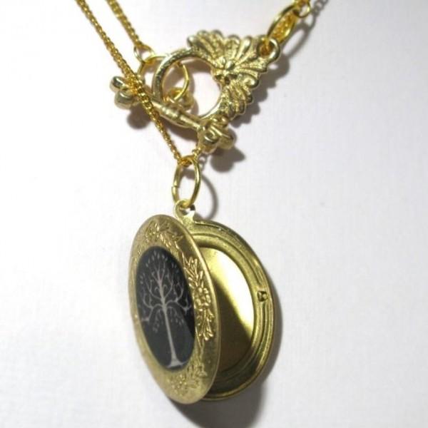 Медальон из желтого золота с эмалью