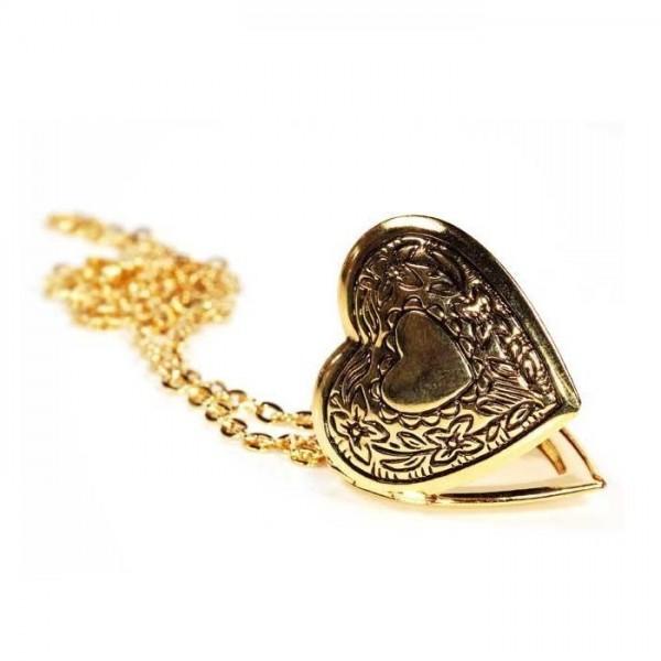 Медальон из желтого золота в виде сердца