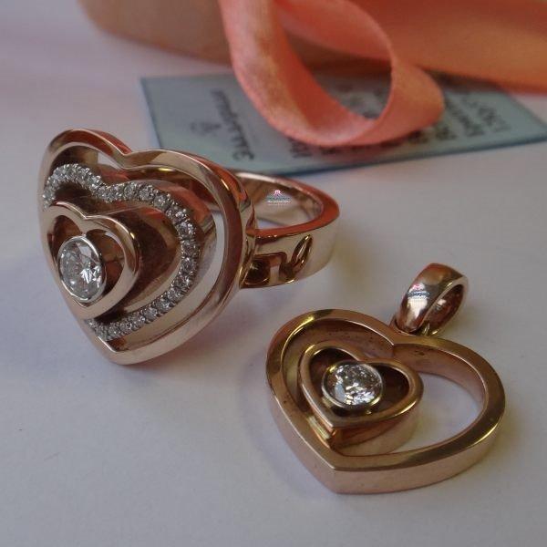 """Кулон из комбинированного золота с бриллиантом""""Сердце в сердце"""""""