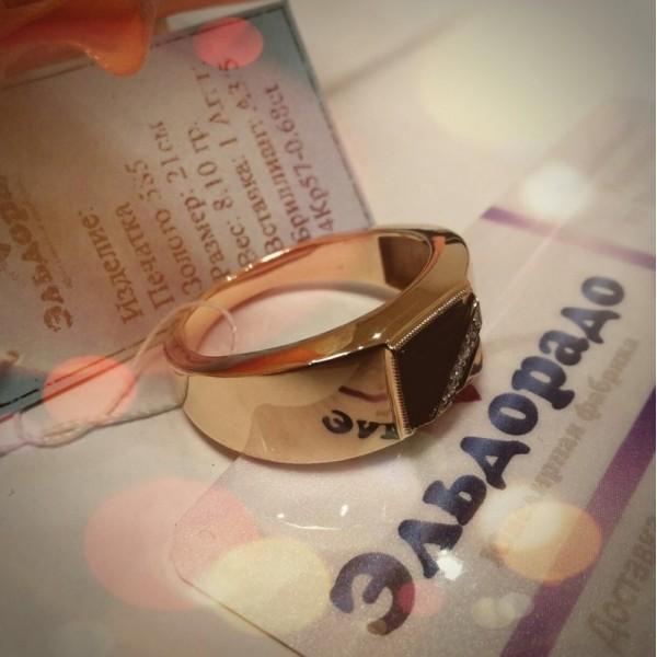 Печатка из комбинированного золота с бриллиантами и агатом