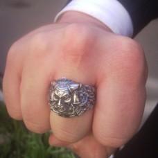 Перстень из белого золота..