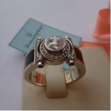 Перстень из белого золота с бриллиантами и агатами..