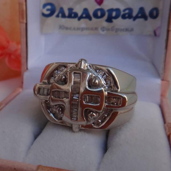 Перстень из белого золота с бриллиантами и алмазами