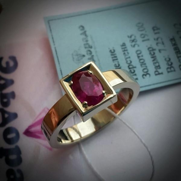Перстень из жёлтого золота с рубином