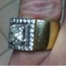 Перстень из комбинированного золота с алмазом и бриллиантами..