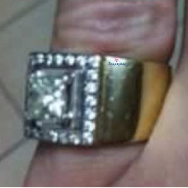 Перстень из комбинированного золота с алмазом и бриллиантами