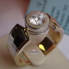 Перстень из комбинированного золота с бриллиантами 1ct..