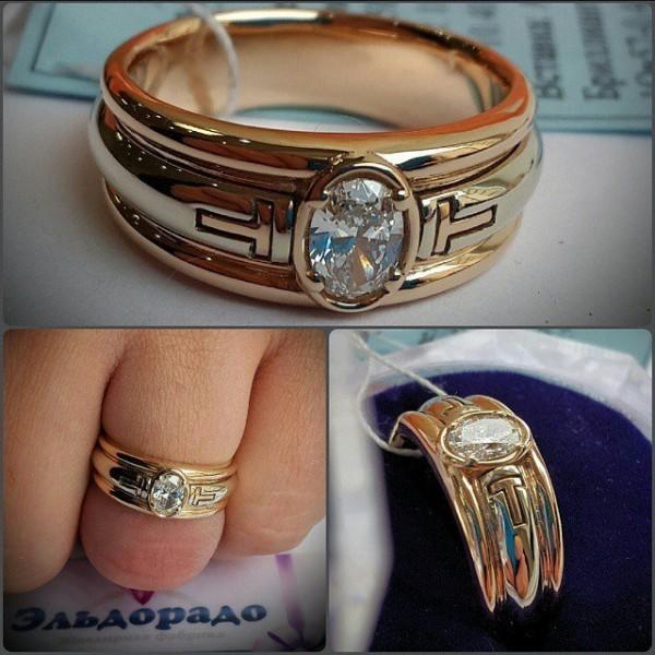 Перстень из комбинированного золота с овальным бриллиантом