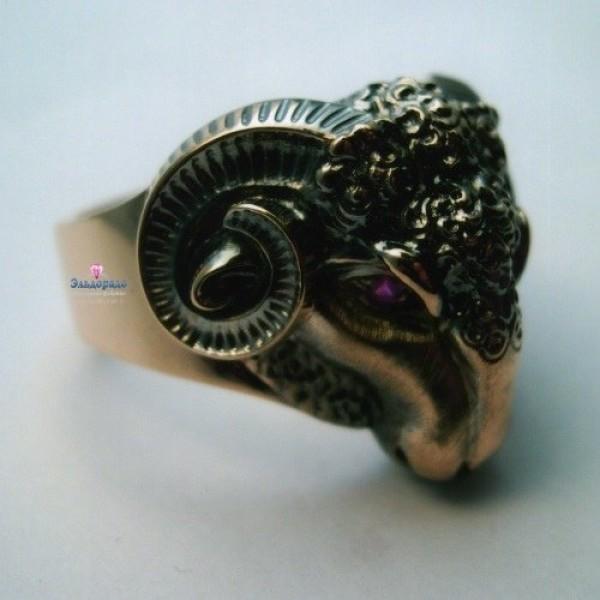 Перстень из красного золота с рубинами