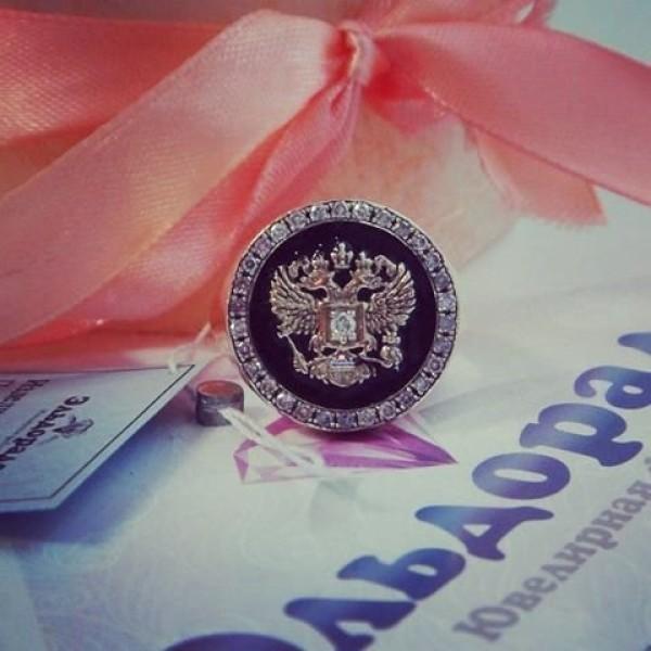 Перстень с гербом из желтого золота с бриллиантами  и эмалью