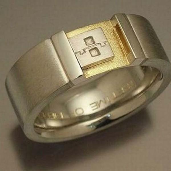 Кольцо мужское из комбинированного золота