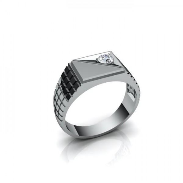 Мужской перстень из белого золота с одним бриллиантом