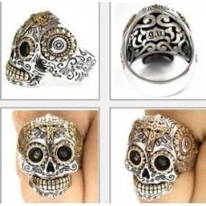 """Перстень """"Череп"""" из комбинированного золота.."""
