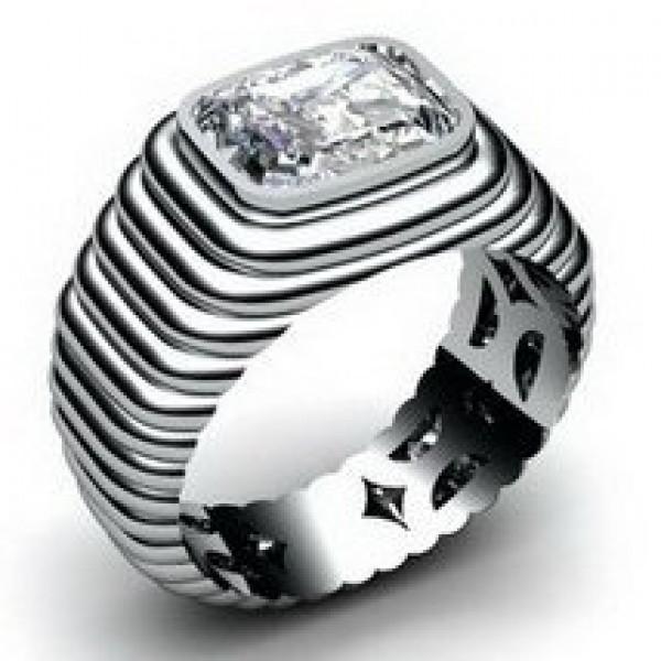 Перстень из белого золота с алмазом