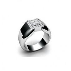Перстень из белого золота с бриллиантами..