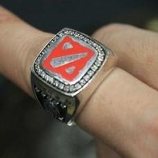 Перстень из белого золота с бриллиантами и эмалью..