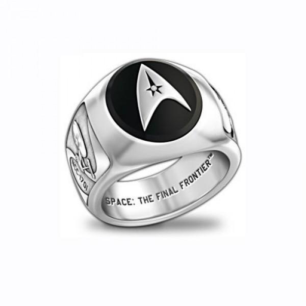 Перстень из белого золота с бриллиантом и эмалью