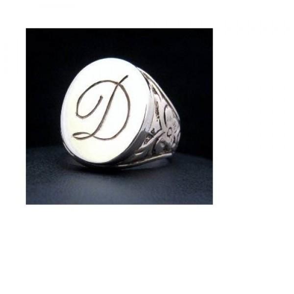 Перстень из белого золота с инициалами