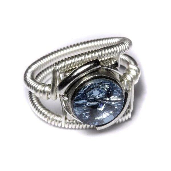 Перстень из белого золота с топазом