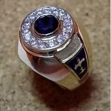 Перстень из комбинированного золота с бриллиантами и сапфиром..