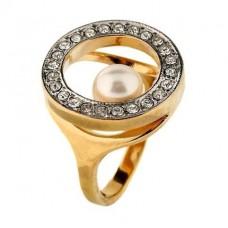 Перстень из комбинированного золота с бриллиантами и жемчужиной..