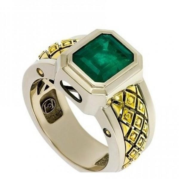 Перстень из комбинированного золота с изумрудом