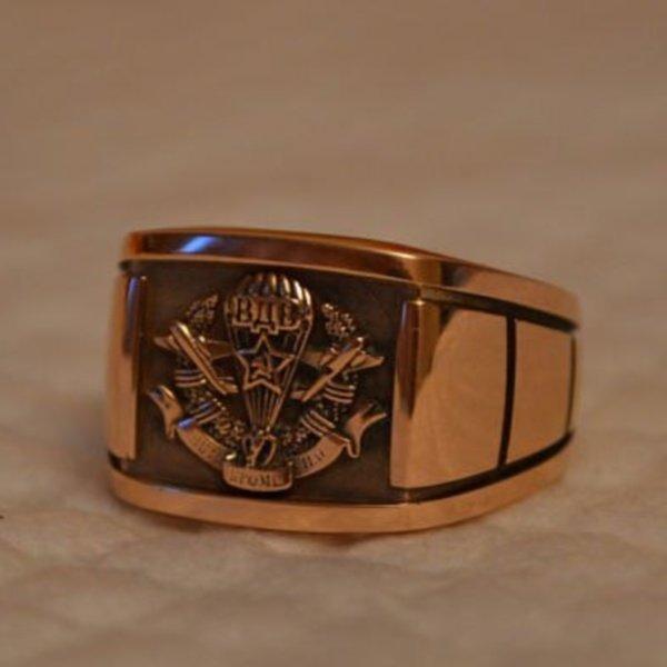 Перстень из красного золота