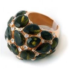 Перстень из красного золота с бриллиантами и изумрудами..