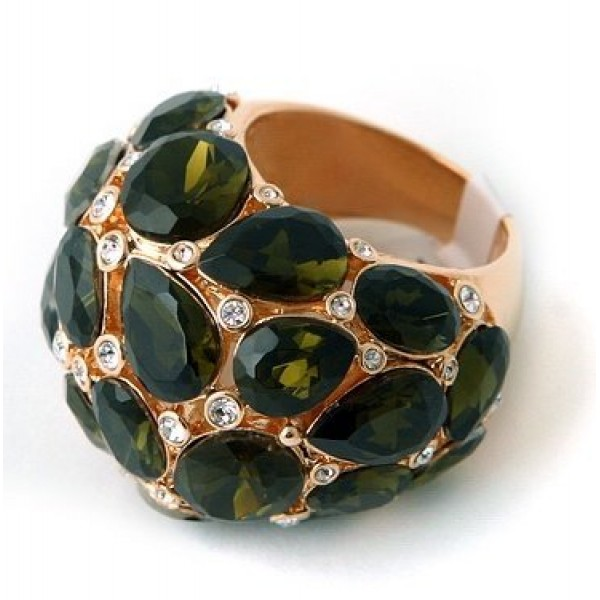 Перстень из красного золота с бриллиантами и изумрудами
