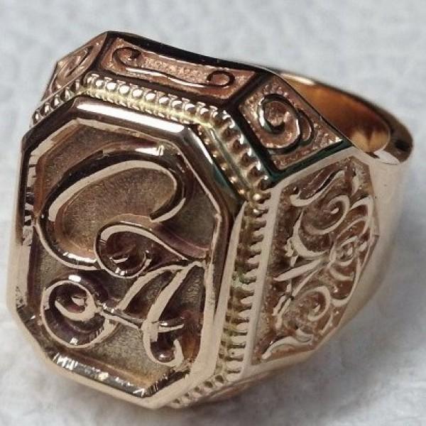 Перстень из красного золота с инициалами