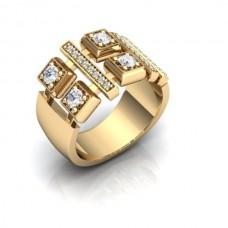 Перстень из желтого золота с бриллиантами..