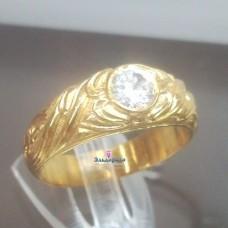 Перстень из желтого золота с бриллиантом..