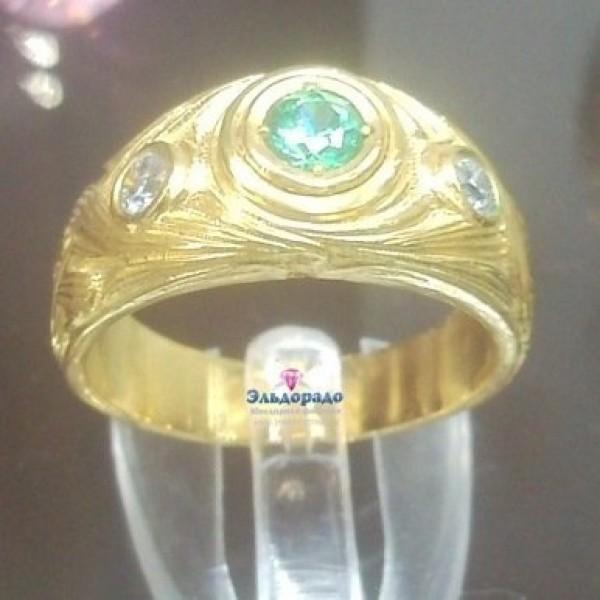 Перстень из желтого золота с изумрудом и бриллиантами